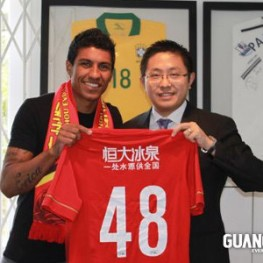 Pauliniho posing with the owner of Guangzhou with his number 48 shirt